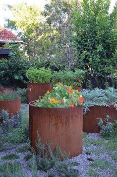 Cool 30 Dreamy Sustaining Garden Layout Ideas For Best Garden To Try Metal Garden Edging, Gravel Garden, Edible Garden, Easy Garden, Garden Ideas, Amazing Gardens, Beautiful Gardens, Vertical Vegetable Gardens, Vegetable Gardening