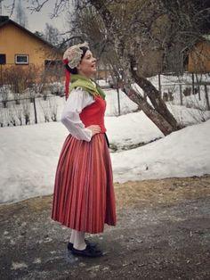Jämsän kansallispuku Folk Costume, Costumes, Folk Clothing, Midi Skirt, Traditional, Clothes For Women, Female, Skirts, Finland