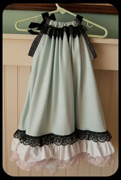 Vintage Pillowcase dress--sooo cute! Wish I could sew.