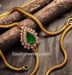 22 Carat gold thali chain with side pendant studded with emerald and diamonds by Navrathan jewellers. Gold Chain Design, Gold Bangles Design, Gold Earrings Designs, Gold Jewellery Design, Antique Jewellery, Gold Temple Jewellery, India Jewelry, Jewelry Sets, Gold Chain With Pendant