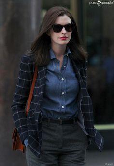 PHOTOS - Anne Hathaway retorna na sequência de 'Alice no País das Maravilhas 2'