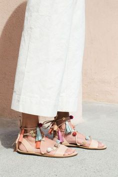 50 Stunning Boho Shoes Inspiration And Ideas For This Season - EcstasyCoffee Strappy Sandals, Shoes Sandals, Fringe Sandals, Beach Sandals, Cute Shoes, Me Too Shoes, Boho Shoes, Bohemian Sandals, Bohemian Chic Fashion