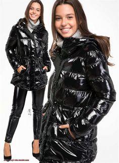 Vinyl Rain — Glänzender Look in Schwarz 2 Winter Jackets Women, Coats For Women, Shiny Leggings, Rain Wear, Outerwear Women, Cool Girl, Lady, Women Wear, Girls