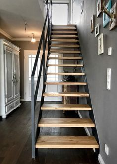 Open Staircase, Floating Staircase, Staircase Design Modern, Interior Stair Railing, House Stairs, Stairways, Tiny House, House Plans, New Homes