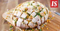 Nyhtöleipä on verraton herkku juhannuspöytään. Cheddar, Sushi, Bread, Baking, Ethnic Recipes, Beverages, Foods, Kitchens, Food Food