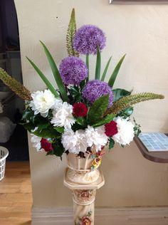 alliums My Flower, Flowers, Allium, Flower Arrangements, Table Decorations, Floral, Furniture, Home Decor, Homemade Home Decor