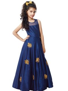 These dresses above are a good combination of both party wear and casual wear. Here are the best 15 Years Girl Dress patterns. Long Frocks For Girls, Gowns For Girls, Baby Girl Dresses, Girl Outfits, Baby Girls, Dress Girl, Pageant Dresses, 15 Dresses, Indian Dresses