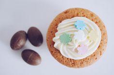 Recept voor Pasen - Deze Paas Cupcakes met Chocolade Paaseitjes zijn heel leuk (en lekker!), Pasen ideeën, Paas brunch. lunchen. - Recept op de site: lievelingsdingen.nl