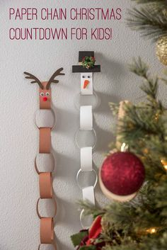 Make an EASY DIY Paper Chain Kids Advent Calendar. This Christmas craft is perfect for adults and kids to make together. So cute and simple. Make a reindeer or snowman.
