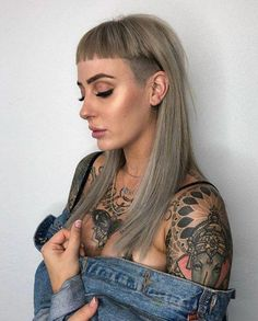 40 Fringe Hairstyles That Looks Good on Everyone Stumpfer Pony mit seitlicher Hinterschneidung durch Circles of Hair Mullet Hairstyle, Hairstyle Look, Fringe Hairstyles, Undercut Hairstyles, Hairstyles With Bangs, Black Hairstyles, Undercut Long Hair, Haircuts For Long Hair, Side Undercut