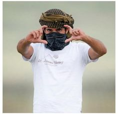 Keffiyeh - Sheikh Hamdan bin Mohammed bin Rashed Al Maktoum, Crowne Prince of Dubai UAE Photography Poses For Men, Creative Photography, Handsome Men Quotes, Prince Of Egypt, Prince Crown, Arabian Beauty, Arab Men, Arab Fashion, Handsome Prince