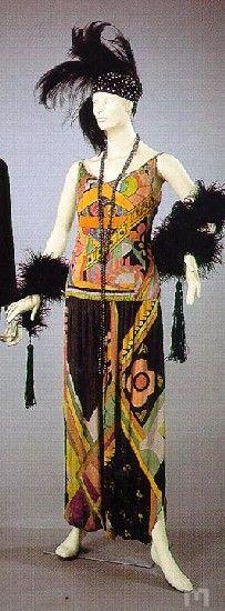 Incredible ~ Jazz age dress by Sonia Delaunay, 1928 Tafeta dress in printed silk by Sonia Delaunay, In the Museu Nacional do Traje e da Moda (National Museum of Dress and Fashion,) Portugal. Sonia Delaunay, Robert Delaunay, Harlem Renaissance, 1920s Fashion Women, Vintage Fashion, Vintage Dresses, Vintage Outfits, Vintage Clothing, 1920s Clothing