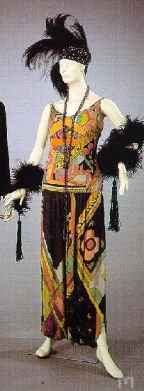 Jazz age dress by Sonia Delaunay, 1920, 1928    Tafeta dress in printed silk by Sonia Delaunay, 1920, 1928. In the Museu Nacional do Traje e da Moda (National Museum of Dress and Fashion,) Portugal.