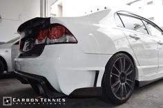 July 2014, our latest release, carbon trunk with ducklip installed on this championship white FD2, picture 1