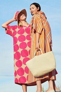 The new UNIQLO x Marimekko 2020 Spring/Summer collection is here. Marimekko Dress, Design Textile, Baby Coat, Textiles, V Neck Dress, Winter Collection, Clubwear, Diy Clothes, Vestidos