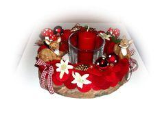 +Wunderschöner Adventskranz+    Ein liebevoll gestalter Adventskranz, unten ein Rindenkranz, darüber wurde ein Kranz bedeckt mit 2-erlei roten Filzwol