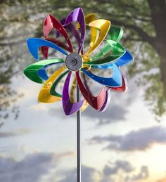 Our flower solar wind spinner adds motion and light. Kinetic painted metal garden spinner is unique and colorful. Solar LED wind spinner lights up at night. Garden Wind Spinners, Kinetic Wind Spinners, Wind Sculptures, Garden Sculptures, Evergreen Garden, Metal Garden Art, Metal Art, Glass Garden, Solar Led