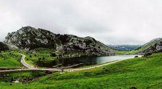 Sabíais que el Lago Enol tiene una imagen de la Virgen de Covadonga que es elevada cada 8 de septiembre para salir en procesión?  #tropoAstur #landscape #landscapes #covadonga #latergram #mountains #clouds #photoNature #naturephotography #nature #water #vsco #vscogood #vscogrid #vscohub #vscocam  #photooftheday  #sony #sonyA7 #A7 #sonyCamera #sonyAlpha #Alpha #alphaCamera #camera #mirrorless #humonegrophoto #travelWithKids #travelgram #instatrip…