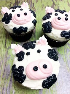 Perfect for a barnyard themed birthday party or coun. The cutest Moo-Cow Cupcake! Perfect for a barnyard themed birthday party or coun.,The cutest Moo-Cow Cupcake! Perfect for a barnyard themed birthday party or coun. Cow Birthday Cake, Cow Birthday Parties, Cowgirl Birthday, Farm Birthday, Birthday Cupcakes, Birthday Ideas, Cow Cupcakes, Farm Animal Cupcakes, Themed Cupcakes