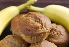 Quick Banana Muffins Healthy Desserts, Healthy Baking, Healthy Muffins, Delicious Breakfast Recipes, Yummy Food, Applesauce Muffins, Apple Muffins, Banana Madura, Desserts Sains