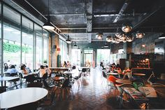 [frshgrnd] a gigantic photo explosion of delightful korean cafe interior design (but poor coffee). Cafe Interior Design, Cafe Design, Interior Styling, Interior And Exterior, Cafe Bar, Cafe Restaurant, Restaurant Design, Korean Cafe, Coffee Shop Aesthetic