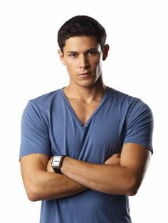 Alex Meraz as Griegs Stalking Horse (Book Five). He first appears as a jilted lover in Book One and completely disappears until Book Five. Alex has the arrogant look and sexy sweet smile that I always pictured for Griegs. Paul Lahote, Alex Meraz, Native American Men, Horse Books, Interracial Love, Book People, Actor Model, Twilight Saga, Man Alive