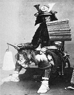 Samurai holding a saihai.
