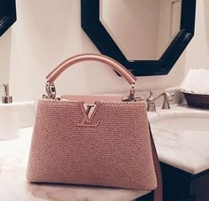 Louis Vuitton bag – Handbags Louis Vuitton bag This image … – Purses And Handbags Totes Luxury Purses, Luxury Bags, Luxury Handbags, Vuitton Bag, Louis Vuitton Handbags, Purses And Handbags, Handbags Online, Replica Handbags, Tote Handbags