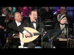 """لطفي بوشناق يبكي إثر آداء أغنية """"أنا مواطن"""" - YouTube"""