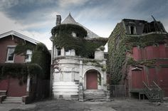 The Temple Haunted Mansion (Detroit, MI), where a triple murder took place in August 1942.