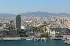 Hafen Port vell mit Blick auf die Kolumbus Statue und la rambla in Barcelona