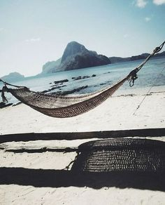 Chillen op het strand, bij Ameland adventure een surfschool