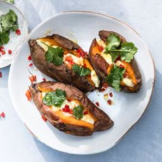 Recept: Zoete aardappel met mozzarella, chilipeper en basilicum, uit het kookboek 'Zomers koken met Yvon' van Yvon Jaspers - okoko recepten