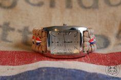 Een horloge geïnspireerd op de oude postzakken van de PTT post.