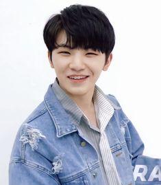 Seventeen woozi boyfriend material ©️woozi_film, follow them on twitter :) #seventeenboyfie #seventeen #woozi #jihoon #우지 #지훈 #세븐틴 #sebong #セブチ #ウジ #李知勳 Wonwoo, Jeonghan, Seungkwan, Seventeen Woozi, Seventeen Debut, Hip Hop, Vernon Hansol, Lee Jihoon, Joshua Hong