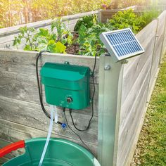 Solar Bewässerungsset WaterDrops Your heavy watering can has had its day! The practical solar irriga Raised Vegetable Gardens, Raised Garden Beds, Raised Beds, Modern Garden Furniture, Balloon Flowers, Wooden Slats, Diy Car, Heuchera, Irrigation