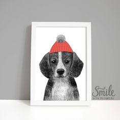 Портрет милого бигля в шапочке непременно вызовет у вас улыбку. Такой постер будет отличным подарком для владельцев этой породы собак. Серия иллюстраций Юлии Григорьевой с животными не оставит равнодушными ни одно сердце.