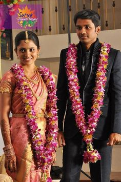 #weddingpreparationindian Indian Wedding Flowers, Flower Garland Wedding, Rose Garland, Indian Bridal, Flower Garlands, Tamil Wedding, Wedding Mandap, Wedding Reception, Wedding Stage Decorations