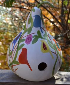 LOVE, LOVE, LOVE this handpainted birdhouse!  I want to buy one of these.
