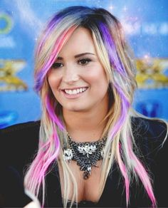 20 Worst Celebrities Hairstyles published in Pouted Online Magazine Others - We usually get a beautiful haircut to increase our beauty and to look more attractive. There are other people who get strange and non-traditional hair. Demi Lovato Hair, Demi Lovato Style, Worst Celebrities, Beautiful Haircuts, Pink Highlights, Celebrity Hairstyles, Worst Hairstyles, Bad Hair, Celebrity Crush