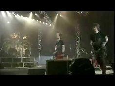 L'episodio della caduta di Sada sul palco, citato in d.flies, riprende letteralmente la caduta del batterista degli Alice Nine. Nao sul palco XD