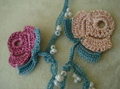 crochet garland with beads Crochet Blanket Patterns, Crochet Motif, Crochet Yarn, Crochet Flowers, Crochet Toys, Fabric Flowers, Free Crochet, Crochet Crafts, Crochet Projects
