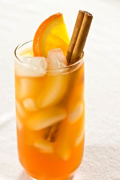 Cinnamon-Spiced Iced Tea - 8 cups filtered water 2 cinnamon sticks ½ cup sugar 3 large or family sized black tea bags ¾ cup orange juice ¼ cup lemon juice 1 orange, sliced into 6 slices (optional) Cinnamon sticks for garnish (optional) Ice for serving Refreshing Drinks, Summer Drinks, Fun Drinks, Healthy Drinks, Beverages, Cold Drinks, Mixed Drinks, Non Alcoholic Drinks, Cocktail Drinks