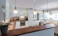 Oppussing av stue og kjøkken Kitchen Island, Home Decor, Island Kitchen, Decoration Home, Room Decor, Home Interior Design, Home Decoration, Interior Design
