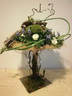Workshop bloemschikken voorjaar/zomer 2014 Ikebana, Art Floral, Floral Design, Fall Flower Arrangements, Garden Junk, Flower Making, Dried Flowers, Flower Decorations, Plant Hanger