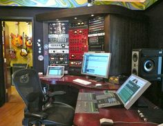 Music Studio Room, Recording Studio, Les Paul, High, Video Editing, Entertainment, Desk, Architecture, Board