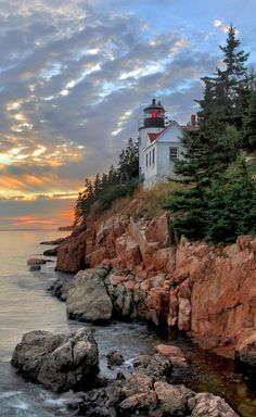 Farol Bass Harbor Head, no Parque Nacional Acadia, no Maine, USA.  Rob Kroenert no Flickr.