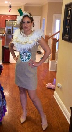 Starbucks costume so unique and hot. All eyes on you pumpkin spice latte. Starbucks Halloween Costume, Halloween Goodies, Halloween Party Decor, Halloween 2017, Halloween Ideas, Unique Couple Halloween Costumes, Mom Costumes, Costumes For Women, Group Costumes