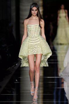 May Society Zuhair Murad Spring Summer 2016 Haute Couture Fashion Moda, Fashion Week, Runway Fashion, Fashion Show, High Fashion, Fashion Design, Club Fashion, 1950s Fashion, Emerald Green Cocktail Dress