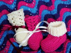 April 28, 2011 Errata: For the large size of booties on the instep, it should read: Row 1: k20( 24 ), k2tog, sl 1, bring yarn to front (byf...